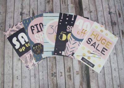 Salgsplakater printet i 4 farger cmyk på papir. 6 forskjellig motiv vises frem, liggende i vifte på gulv.