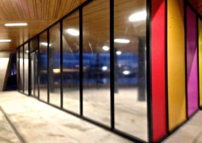 Selvklebende speilfolie som vindusdekor. Montert opp på 9 vinduer.