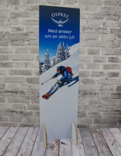 Stående plakat i re-board med ben